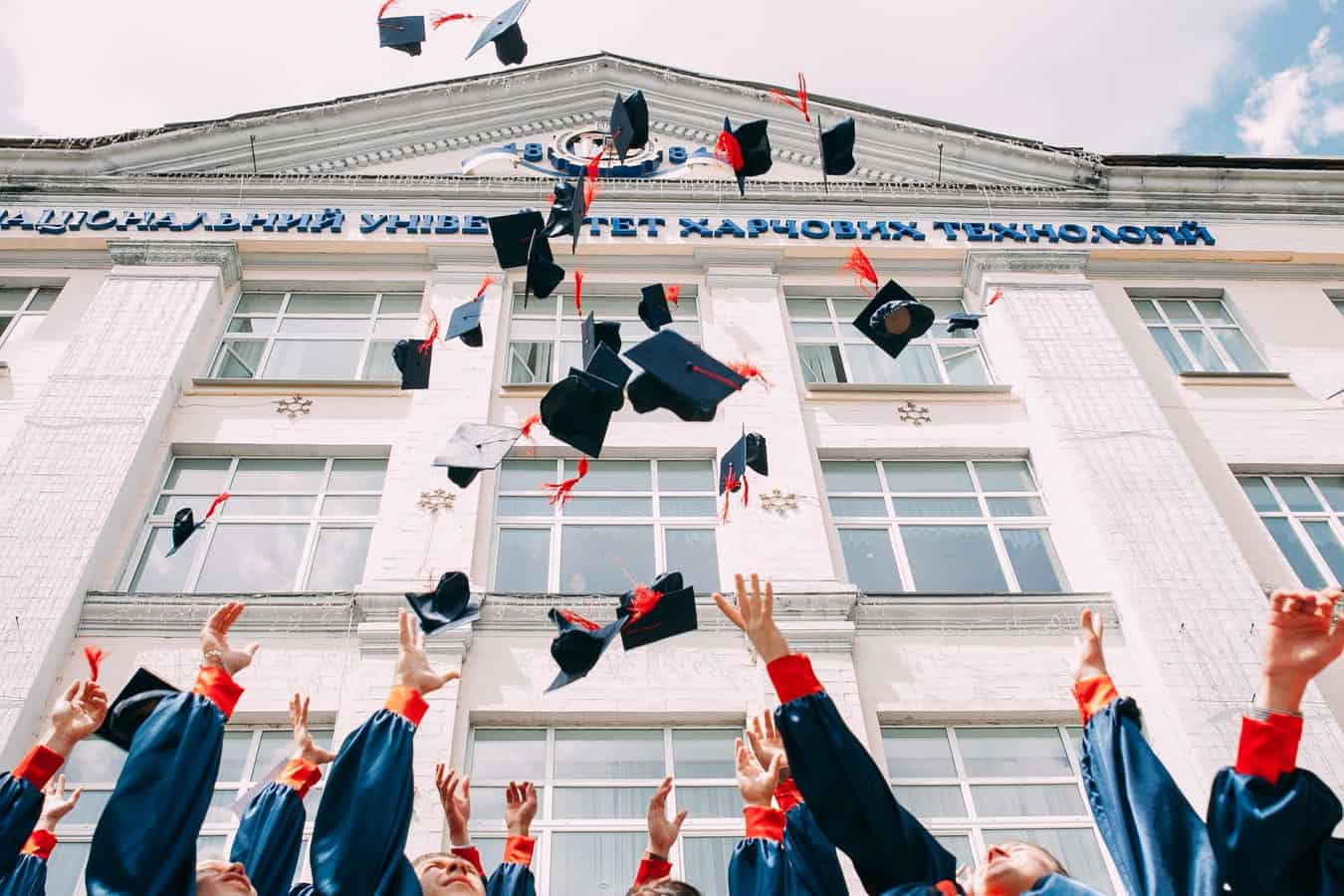 students graduating with student loans