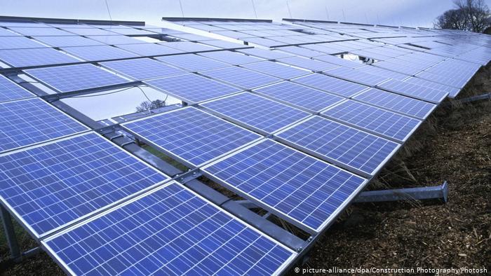 Solar panels (picture-alliance/dpa/Construction Photography/Photosh)
