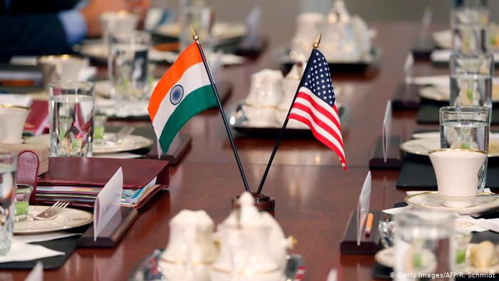 Indian and American flags on a conference table (Getty Images/AFP/R. Schmidt)
