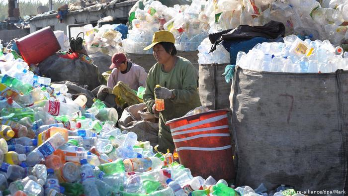 Chinese bottle recycle workers